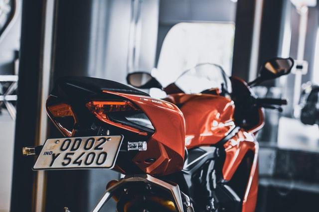 oranžová motorka