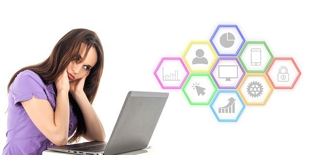 Žena, laptop