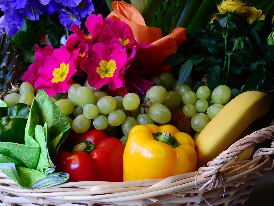 košík, ovocie a zelenina